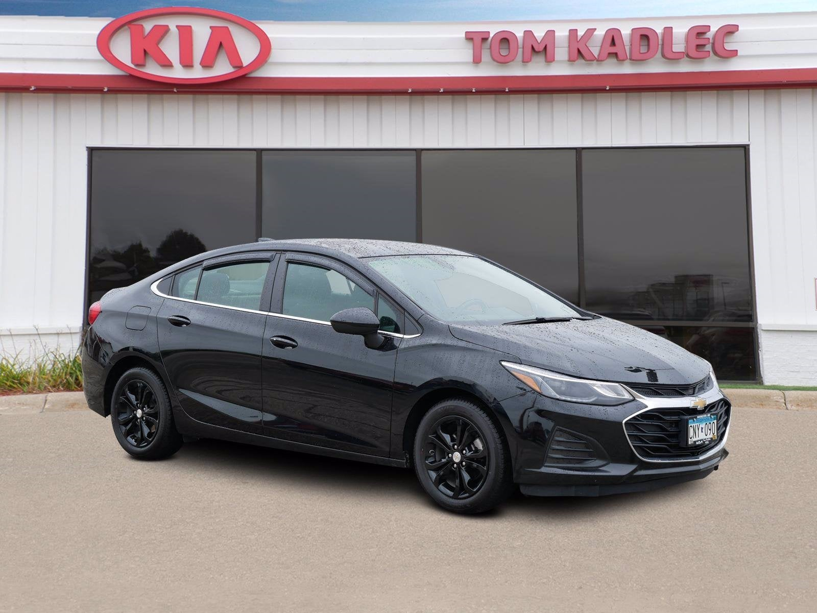 Used 2019 Chevrolet Cruze LT with VIN 1G1BE5SMXK7117384 for sale in Rochester, Minnesota