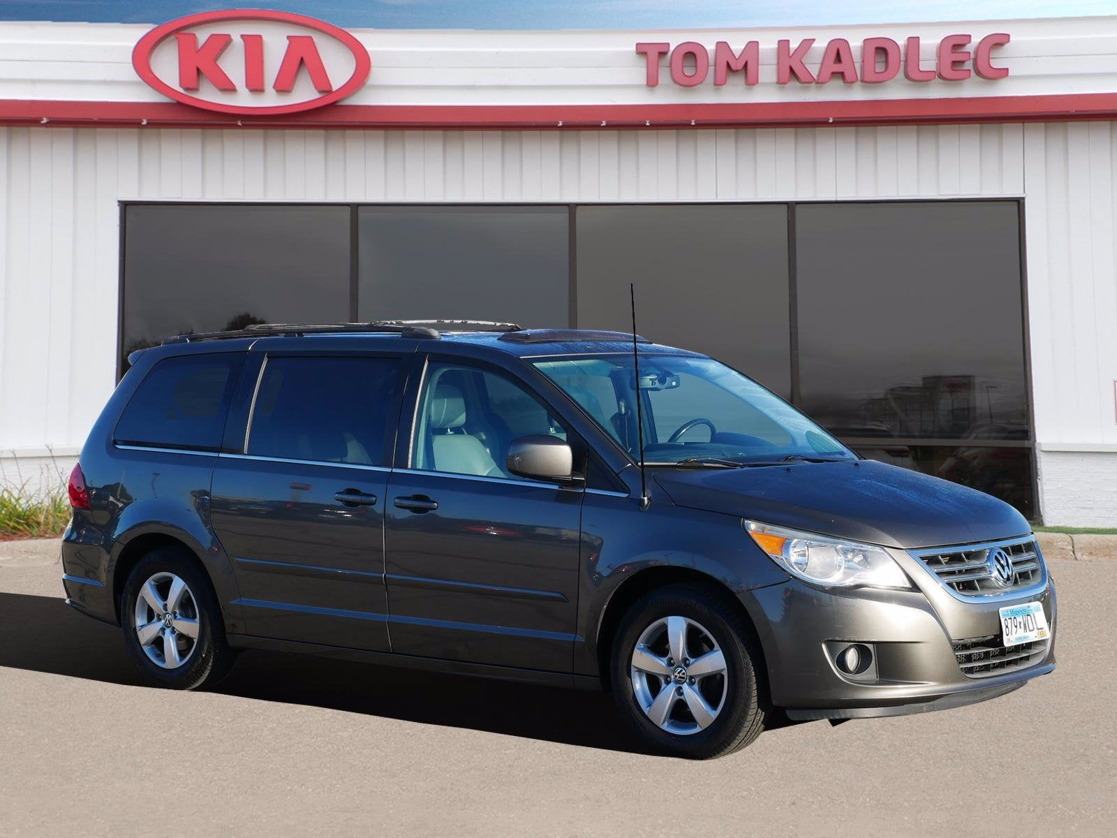 Used 2010 Volkswagen Routan SEL with VIN 2V4RW5DX8AR322733 for sale in Rochester, Minnesota