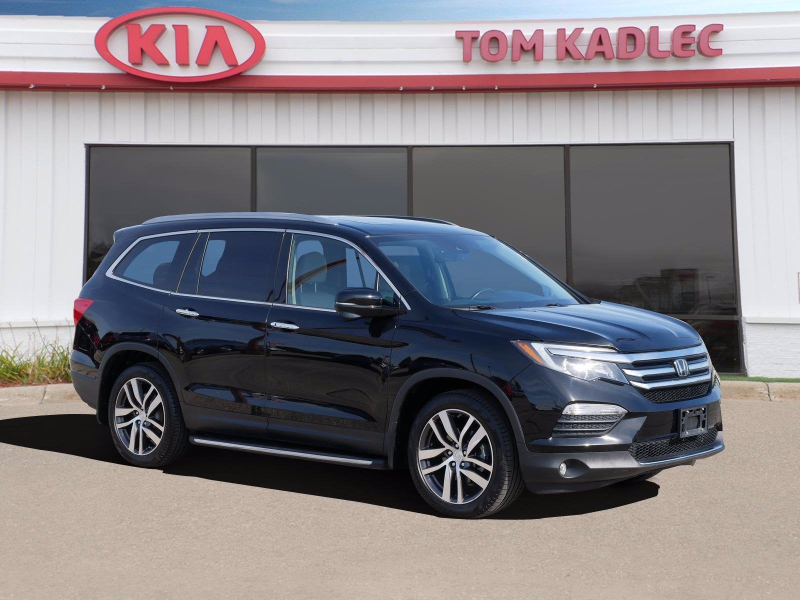 Used 2017 Honda Pilot Touring with VIN 5FNYF6H97HB006592 for sale in Rochester, Minnesota